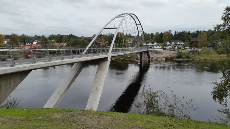 Bilde av Opsund bru sett fra elvekanten