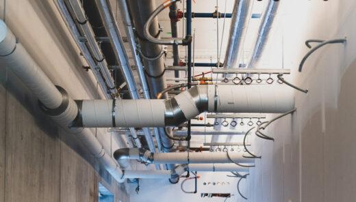 Bilde av tekniske installasjoner, rør, ledninger og ventilasjon