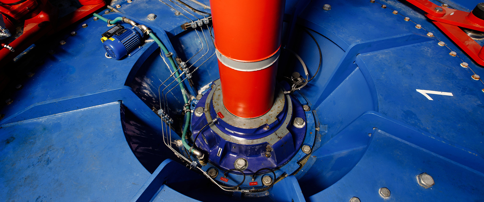 Byafossen kraftferk, en blå turbin er avbildet.