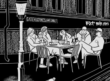 Mennesker som sitter på et gatehjørne