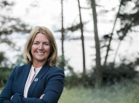 Adm. direktør i Sweco Norge, Grete Aspelund fotografert ved sjøen utenfor Vækerø-