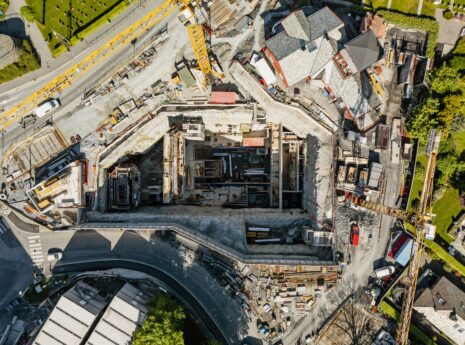 Byggegrop i forbindelse med bybaneutbygging. her kommer det stasjon under haukeland